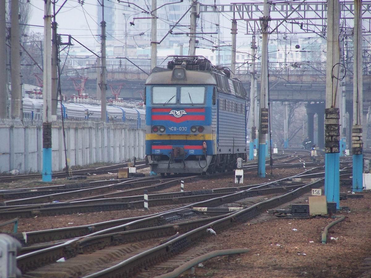 Електровоз ЧС8-030, західна горловина ст. Київ-Пасс.