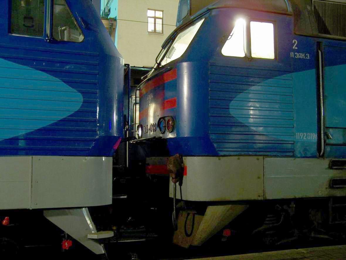 Електровози ЧС4-064 і ЧС4-019, ст. Київ-Пасс.
