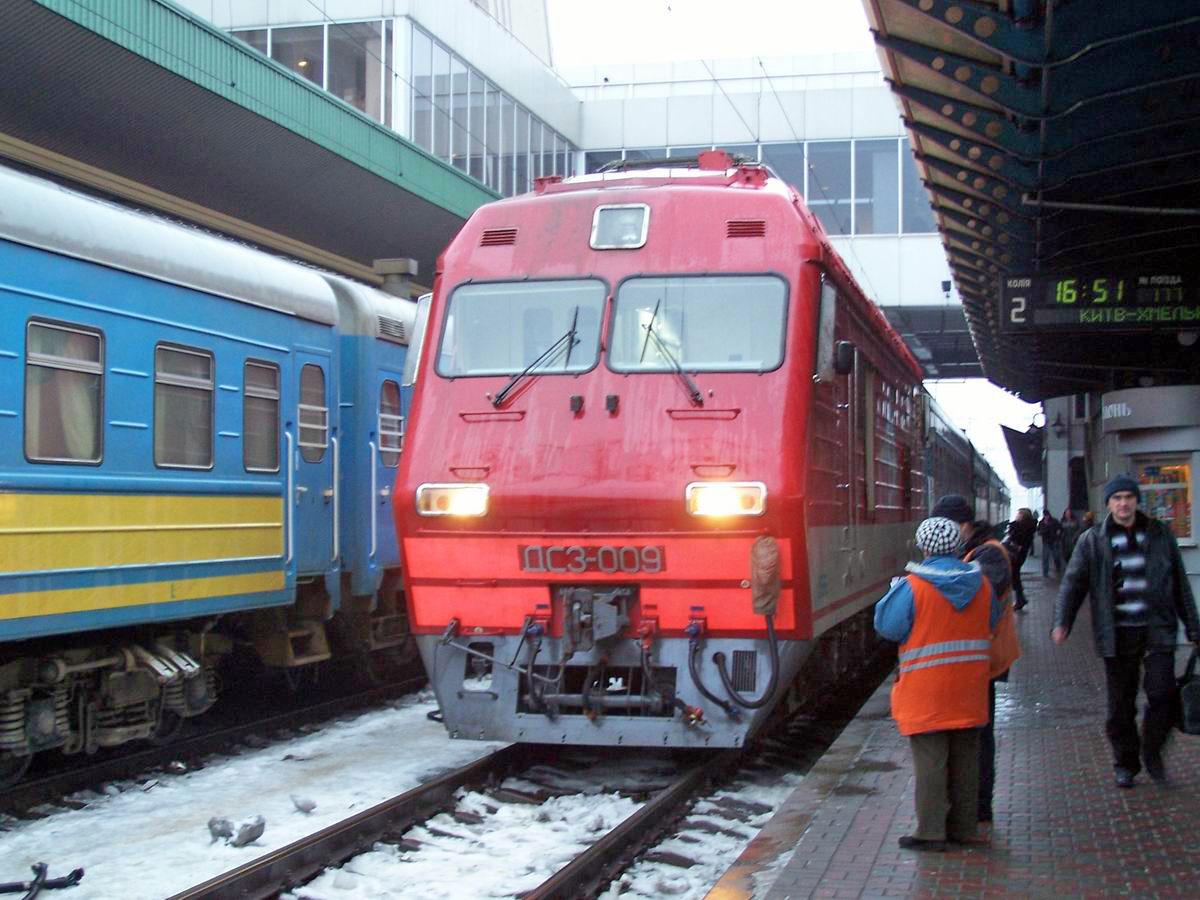 Електровоз ДС3-009,  ст. Київ-Пасс.