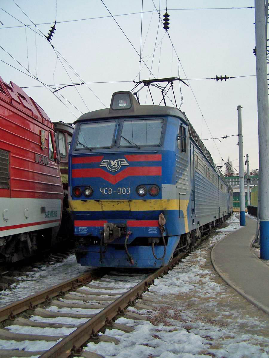 Електровоз ЧС8-003, локомотивне депо Київ-Пасс.
