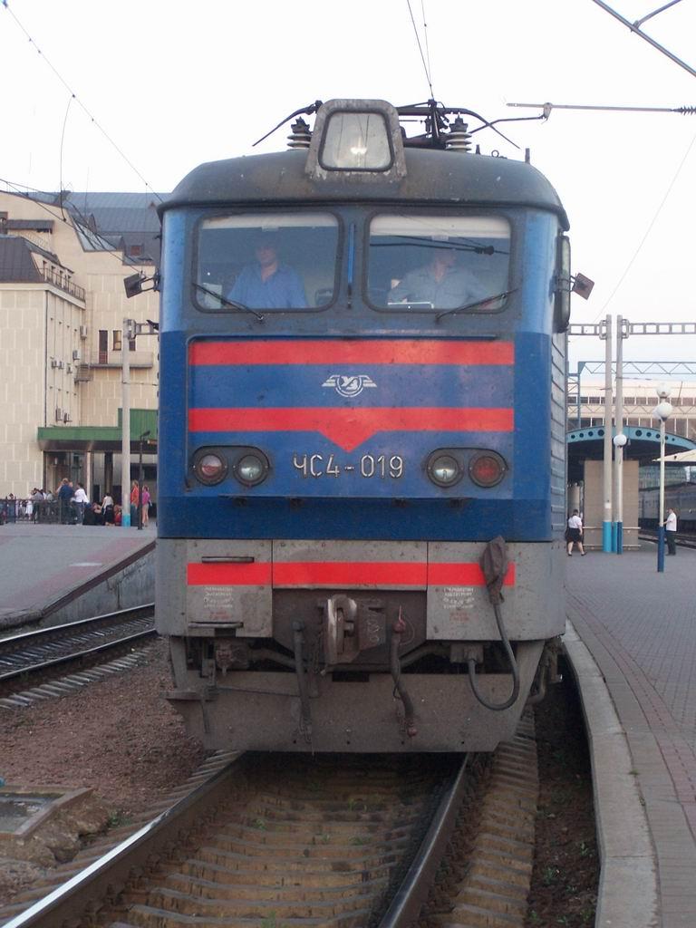 ЧС4-019 на ст. Київ-Пасажирський
