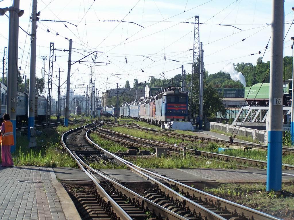 ЧС4-189 ті інші електровози ЧС в тупику у східній горловині ст. Київ-Пасажирський