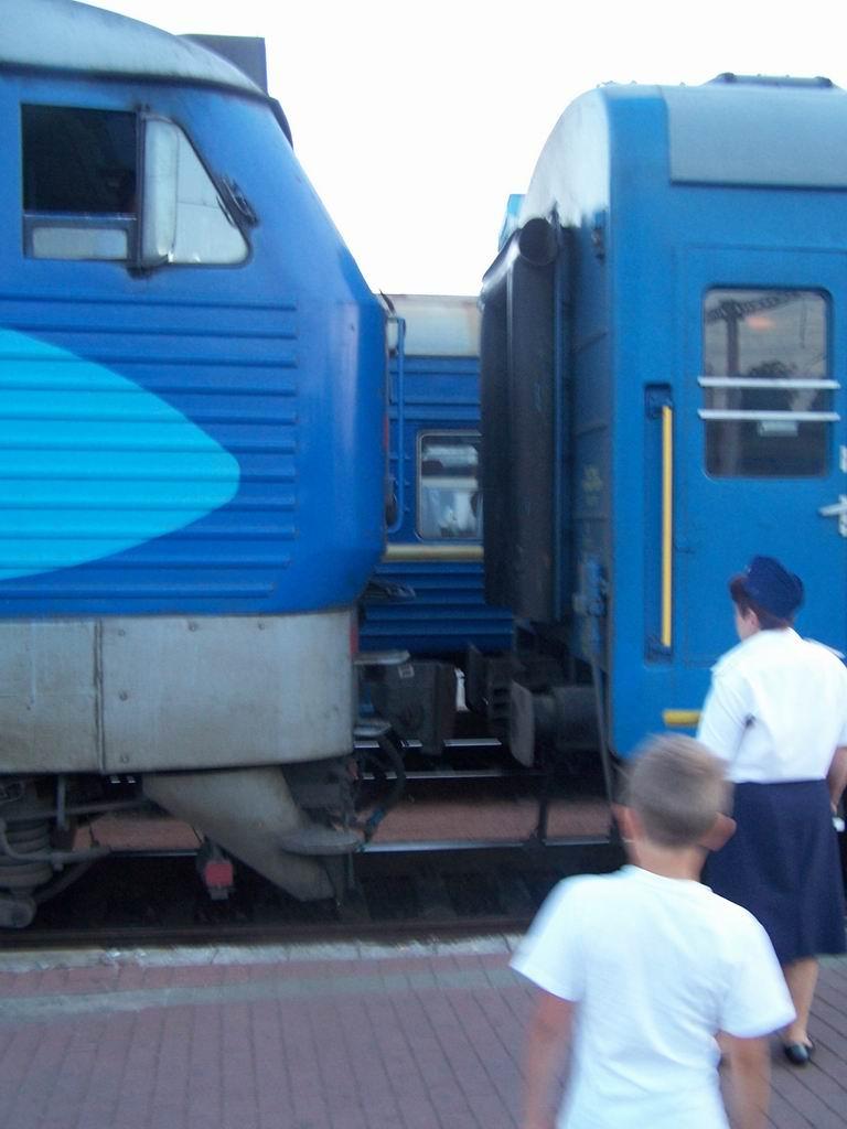 ЧС4-207 причепляють до поїзда Житомир-Харків, ст. Київ-Пасажирський