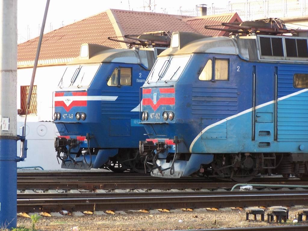 ЧС7-149 та ЧС7-112 в локомотивному депо №5 ст. Симферопіль