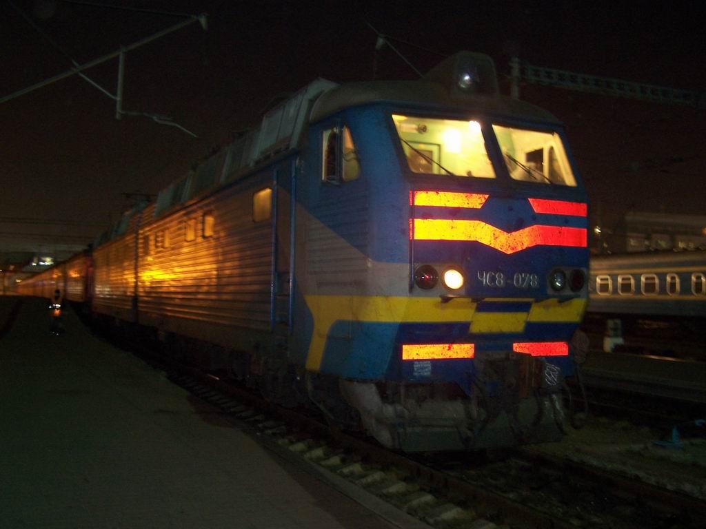 ЧС8-078 на ст. Київ-Пасажирський