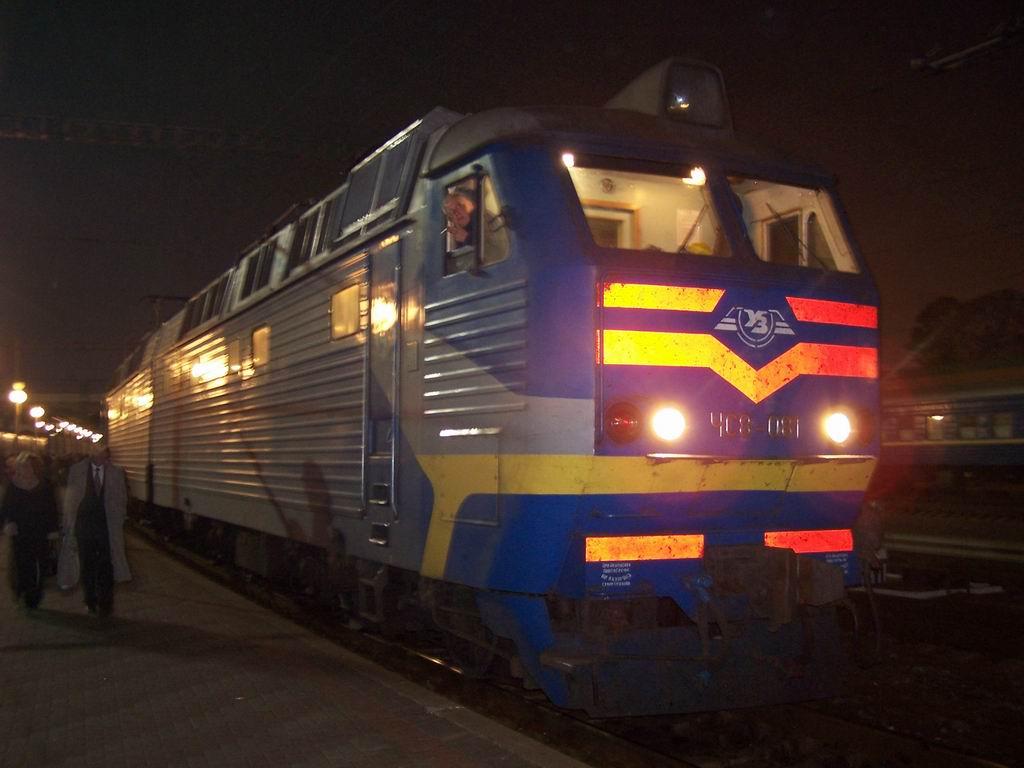 ЧС8-081 на ст. Київ-Пасажирський