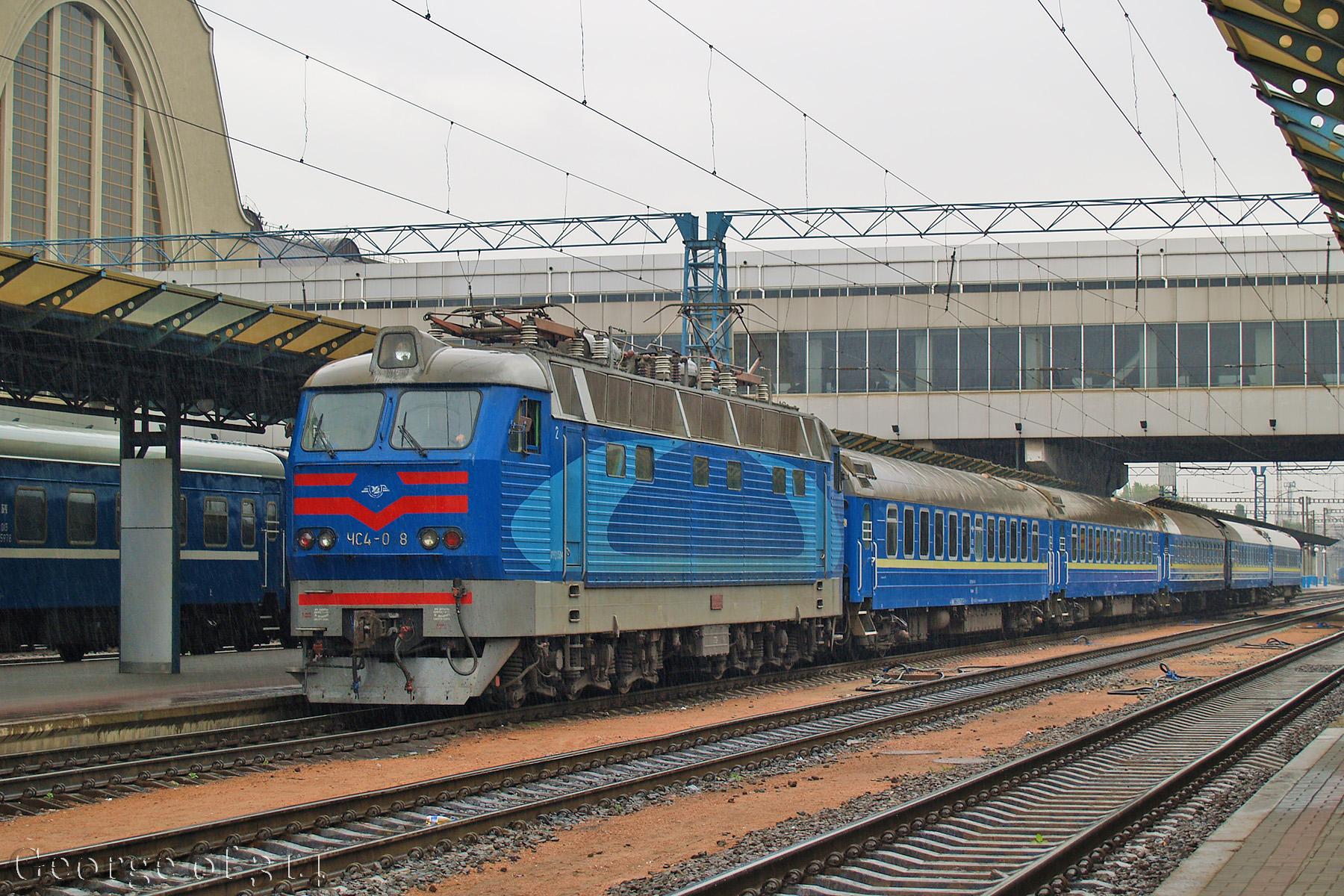 Електровоз ЧС4-058 з потягом