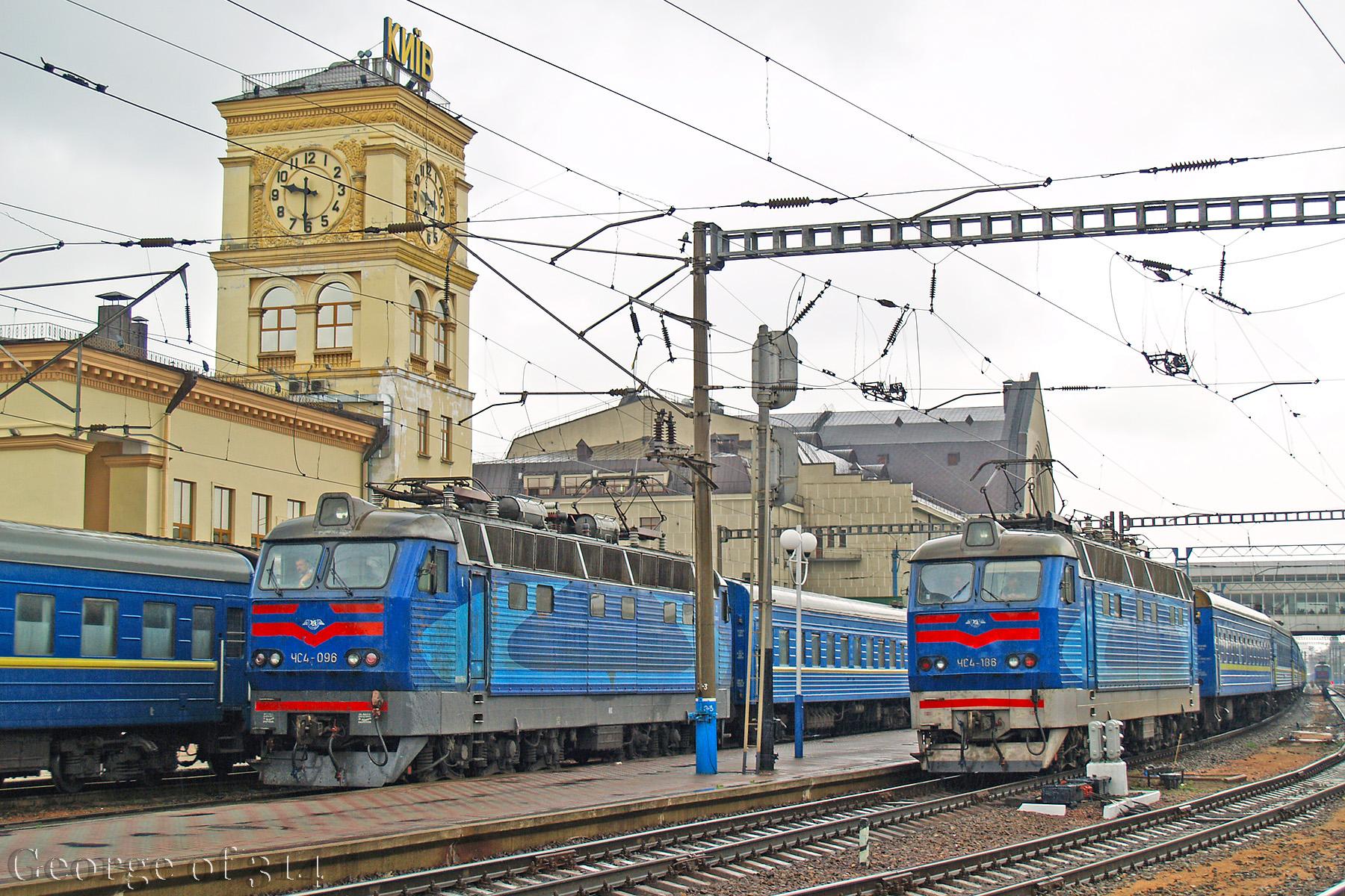 Електровози ЧС4-096 та ЧС4-186, ст. Київ-Пасажирський