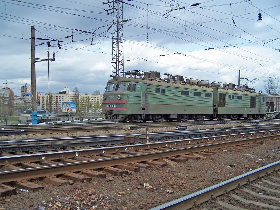 Електровоз ВЛ80К-136, західна горловина ст. Київ-Пас.