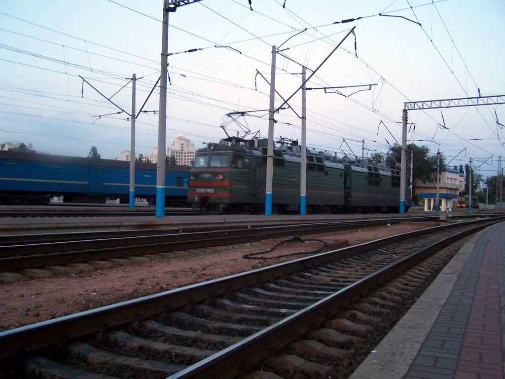 ВЛ80т-180 на ст. Київ-Пасажирський