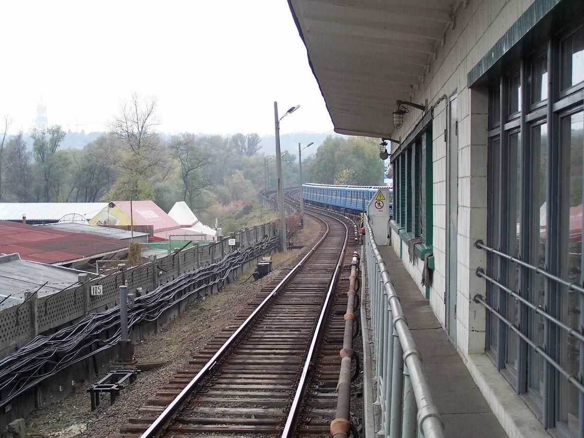 Станція Гідропарк. Підйом на міст Метро