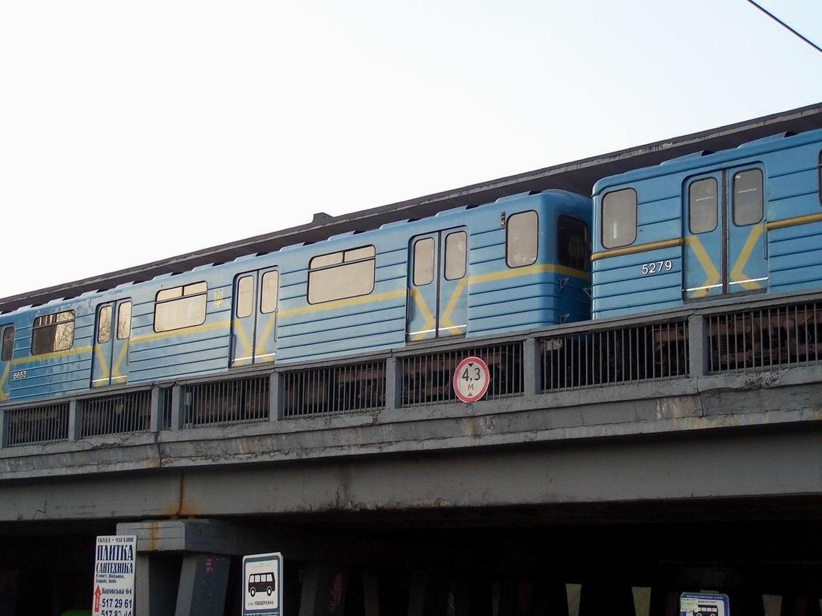 Поїзд на ст. Лівобережна