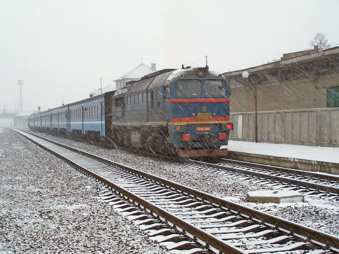 Секція тепловоза 2М62-1001 в складі дизель-поїзда ДПЛ, ст. Івано-Франківськ