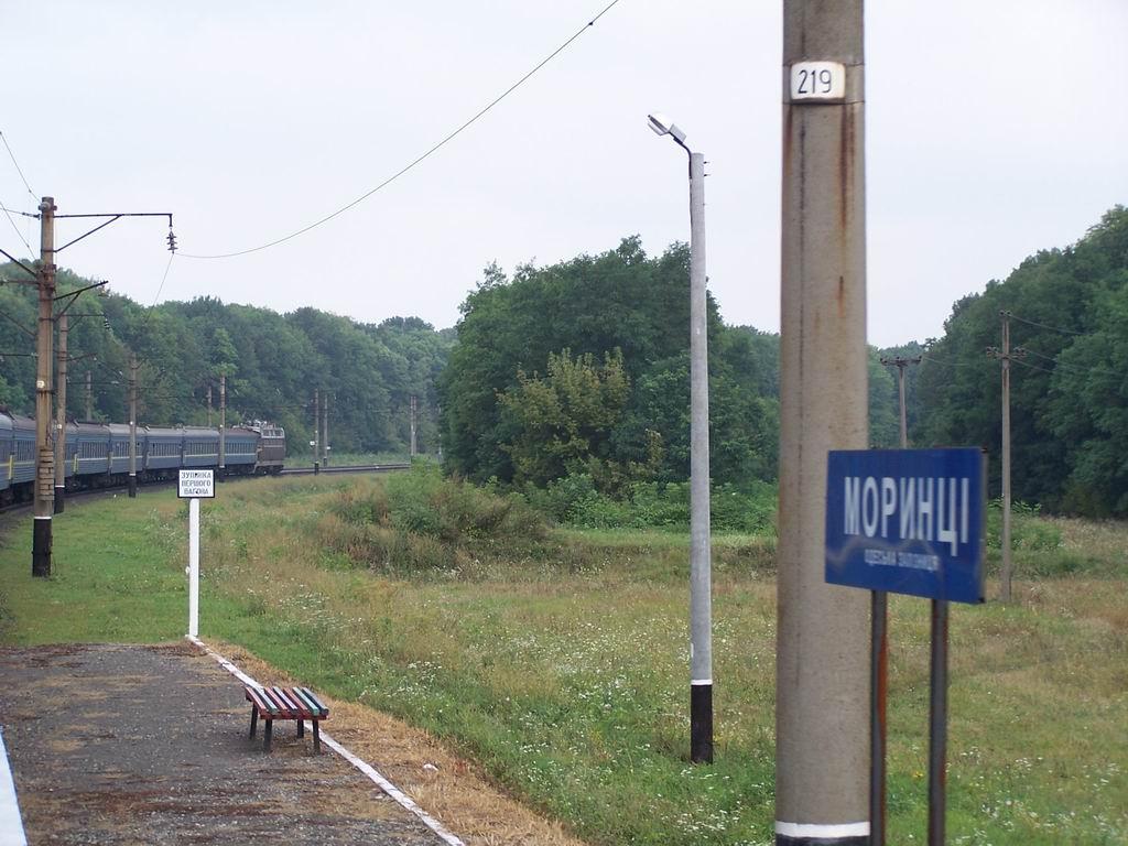 ЧС4-200 з поїздом Севастополь-Київ проходить з.п. Моринці, Черкаська обл.