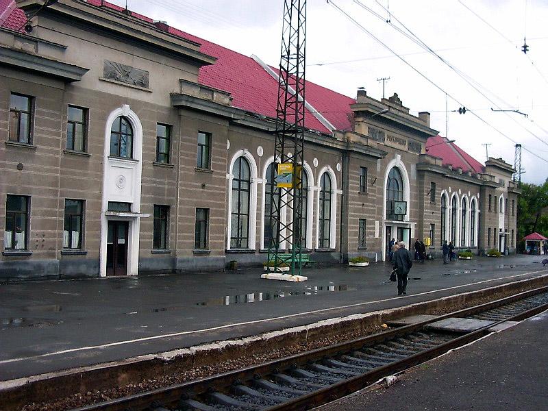Вокзал Мукачеве, вигляд зі сторони колій, Закарпатська обл.