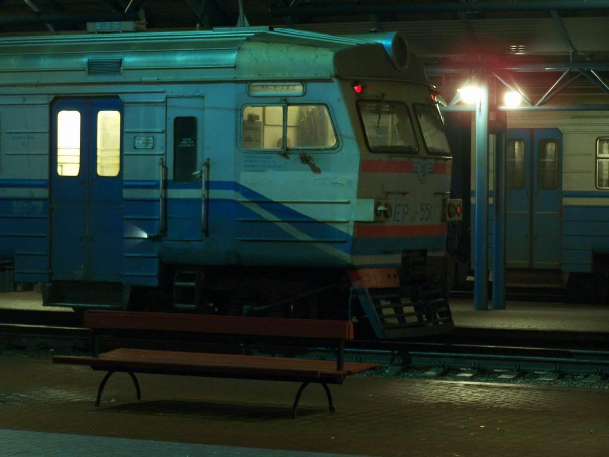 ЕР9м-551 на пригородному вокзалі ст. Київ-Пасажирський