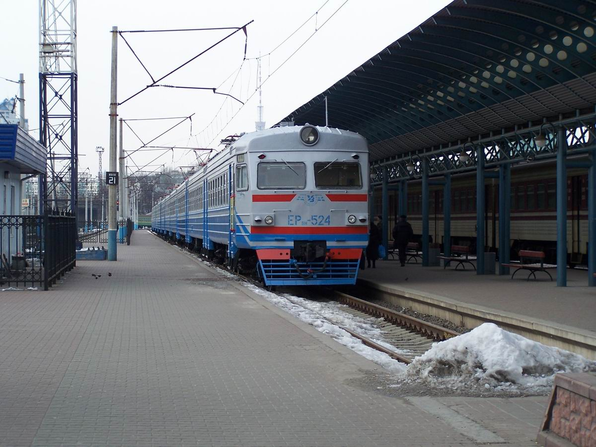 Електропоїзд ЕР9М-524, приміський вокзал ст. Київ-Пасс.