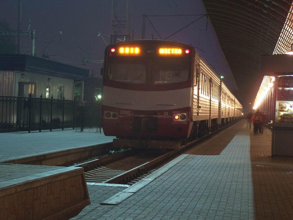 ЕПЛ9т-011 на пригородному вокзалі ст. Київ-Пасажирський