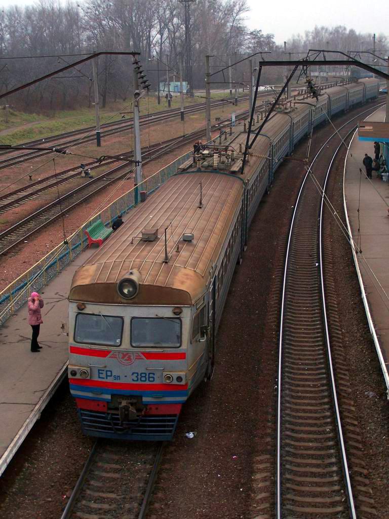 ЕР9м-386 на ст. Київ-Волинський