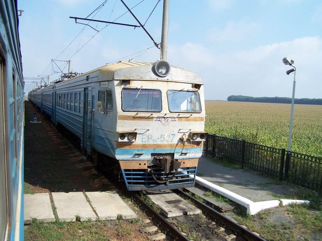 ЕР9м-527 на ст. Росава, Київська обл.