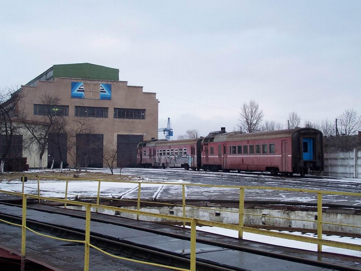 Головні вагони дизель-поїздів Д1 в депо Коломия
