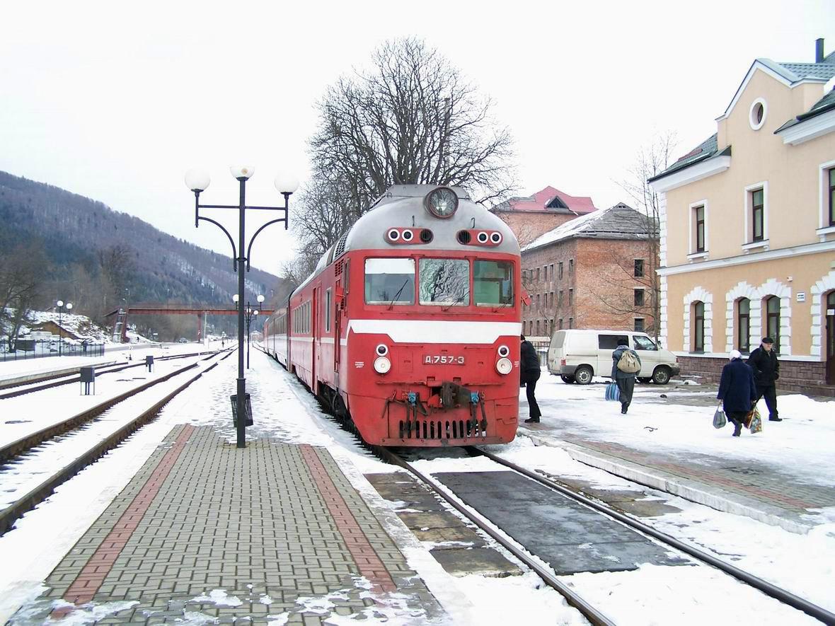Дизель-поїзд Д1-757, ст. Яремча