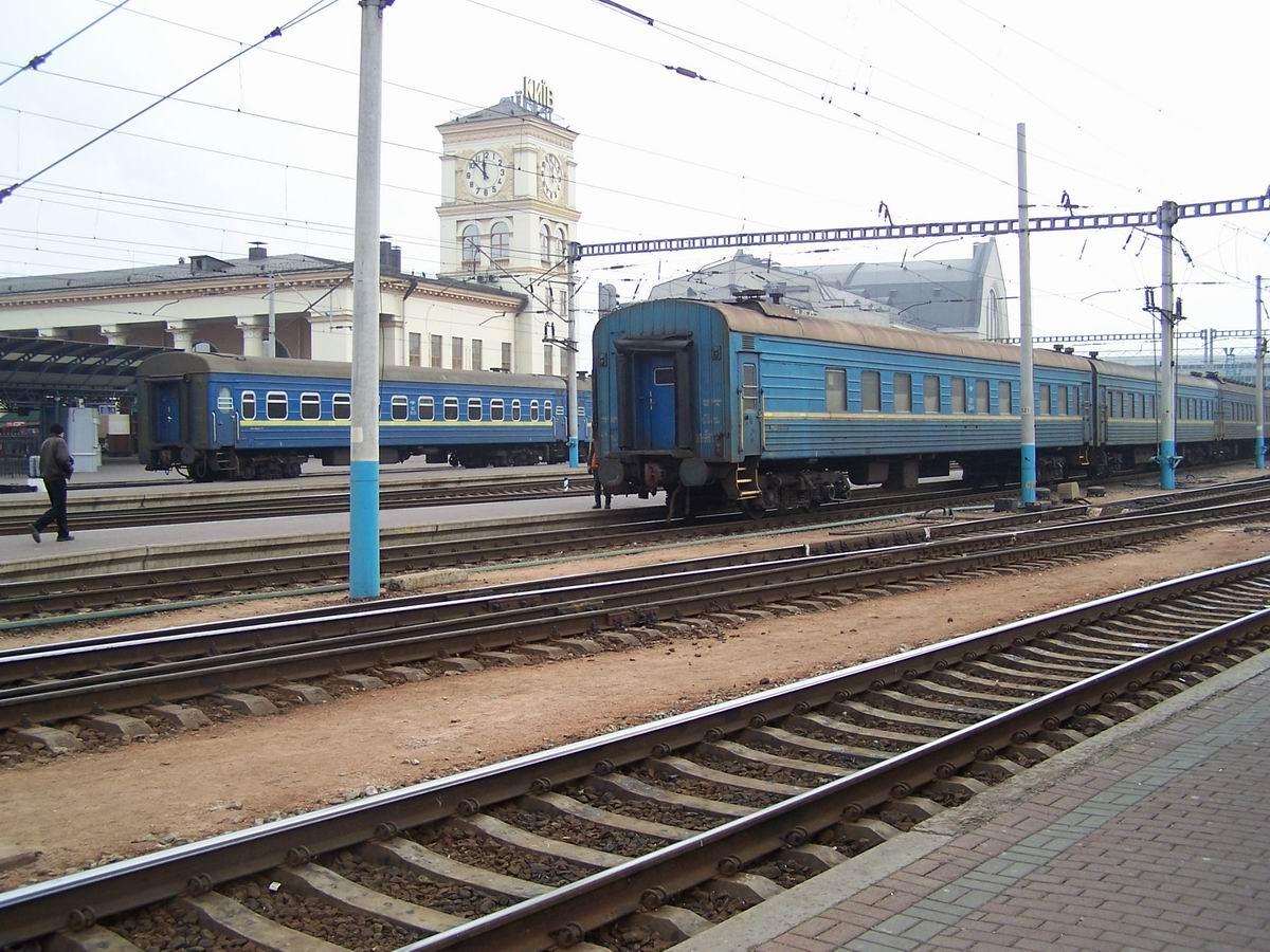 Поїзди, ст. Київ-Пасс.
