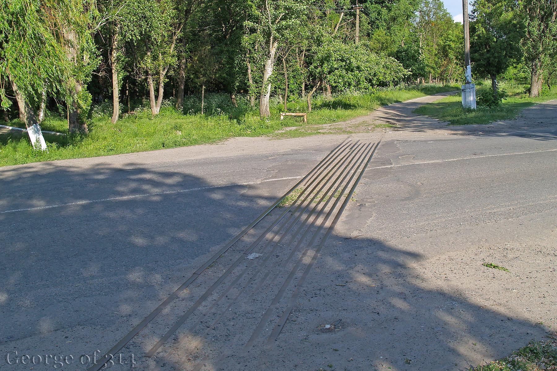 Розібрана вузькоколійна гілка Поташ - Червоний Кут, переїзд в селі Червоний Кут, Черкаська область