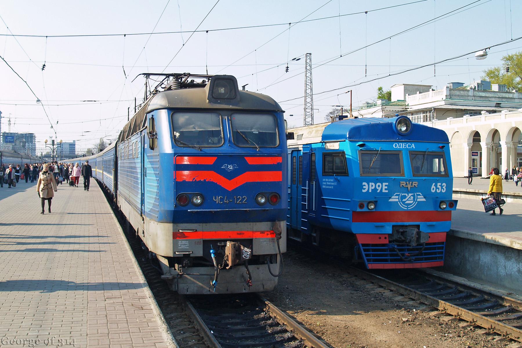 Електровоз ЧС4-122 та електропоїзд ЭР9Е-653