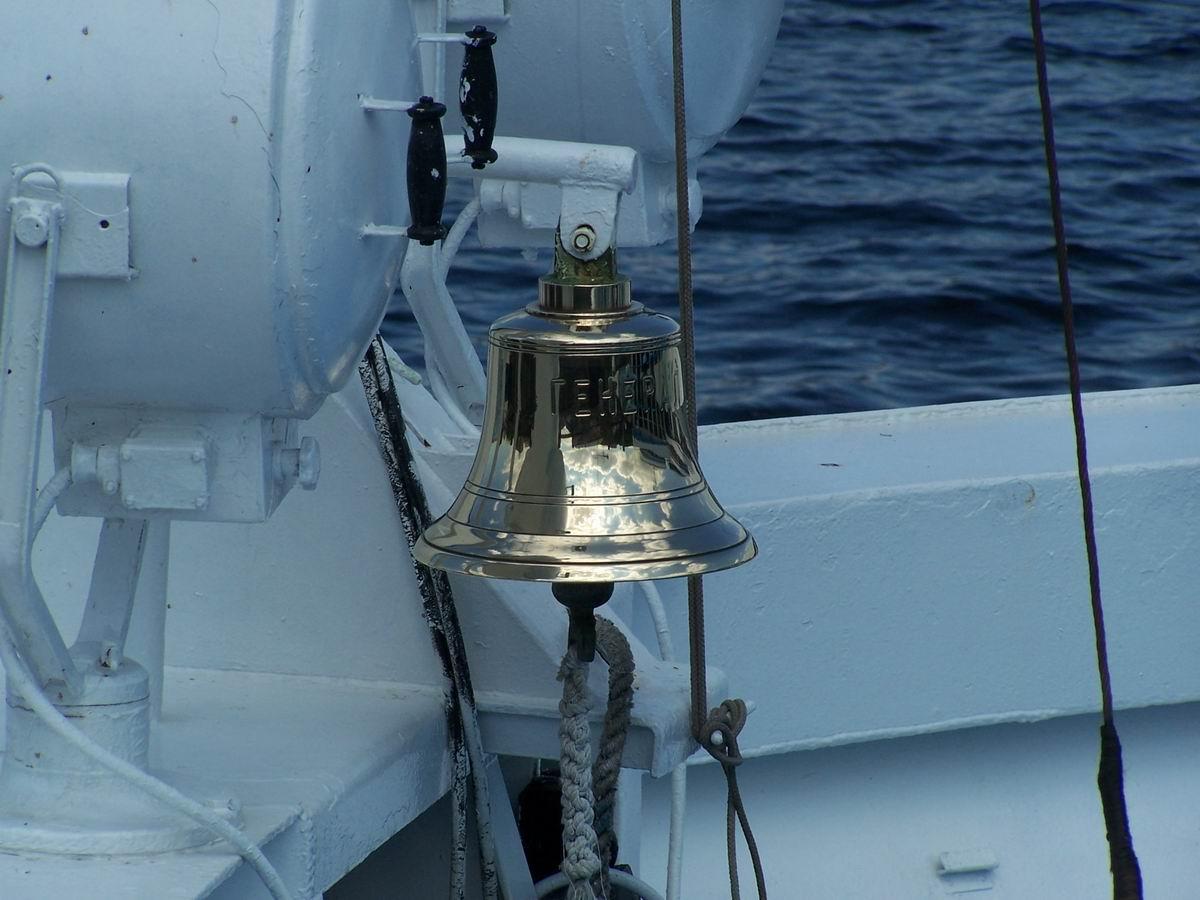 Корабельний дзвін на теплоході