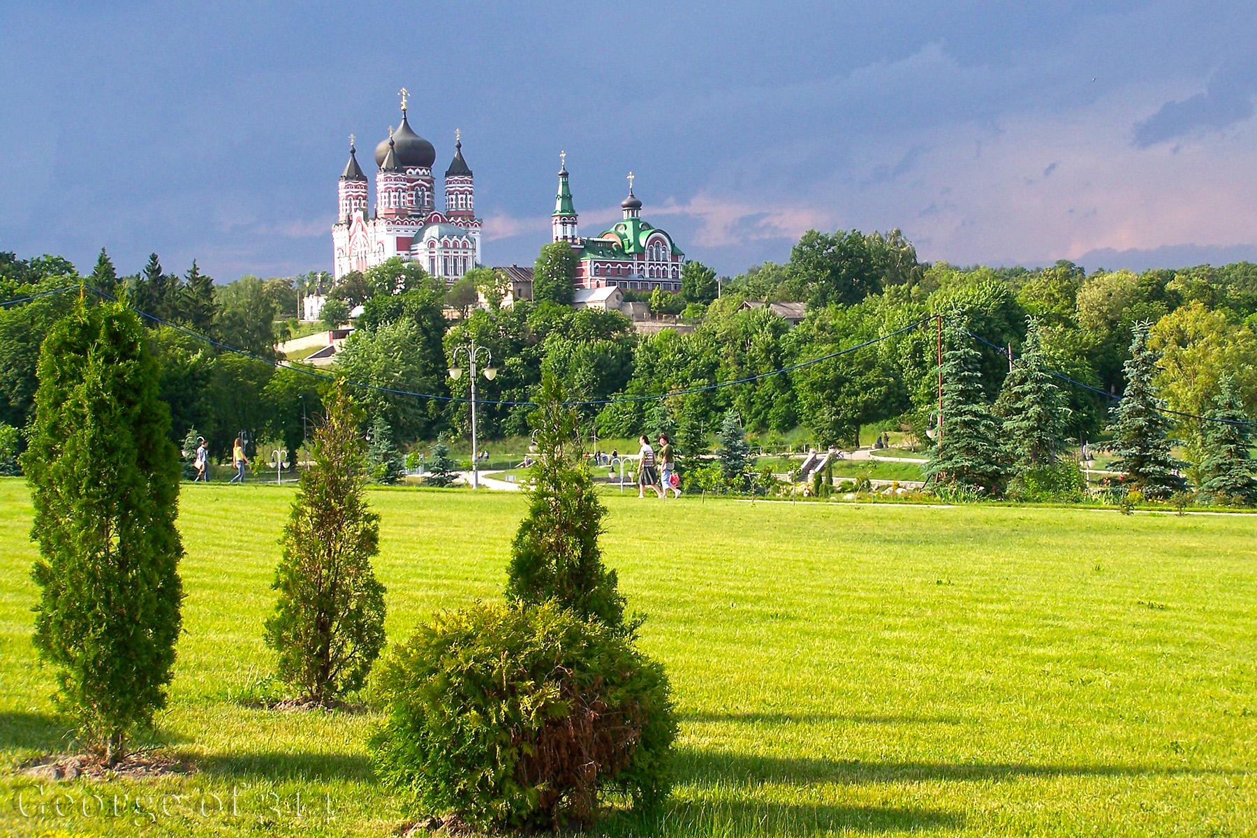 Парк Феофанія та Пантелеймонівський монастир, Київ