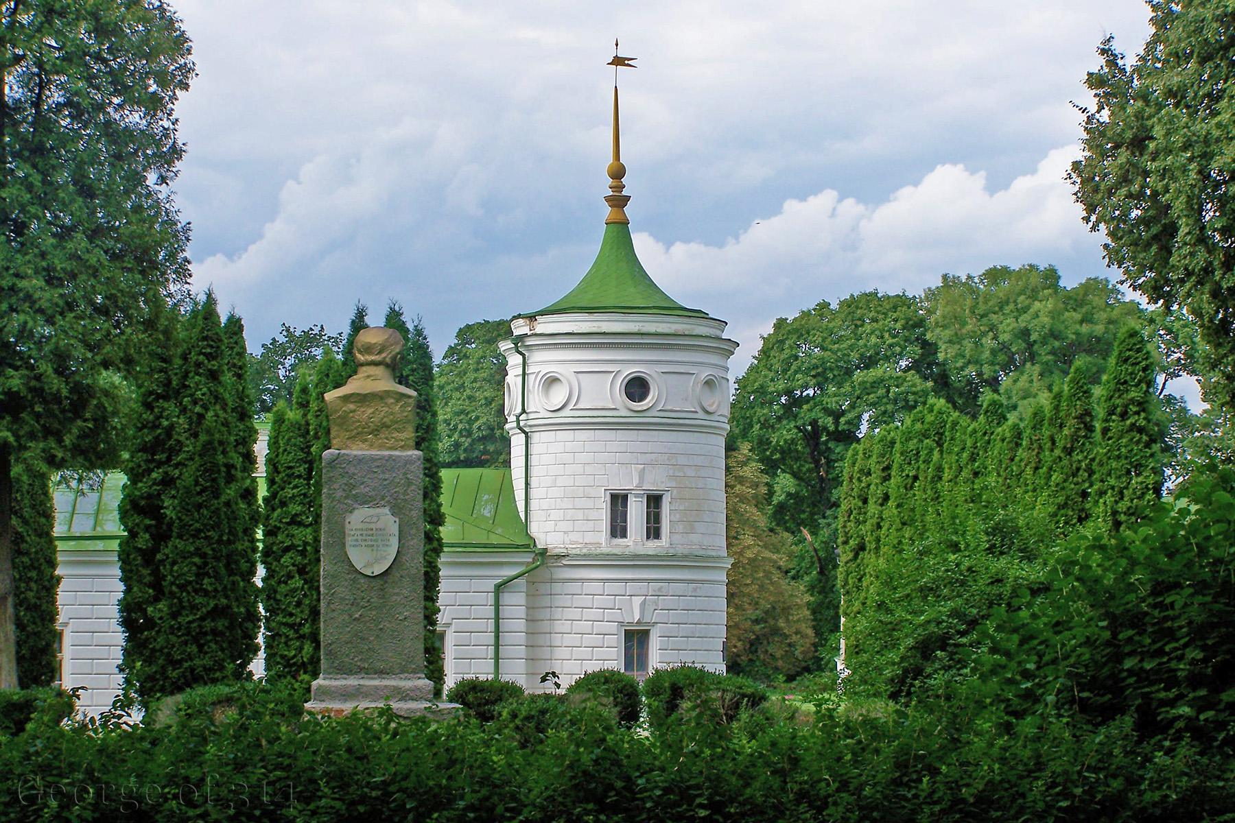 Пам'ятник Тарасові Шевченку та Качанівський палац, Чернігівська обл.