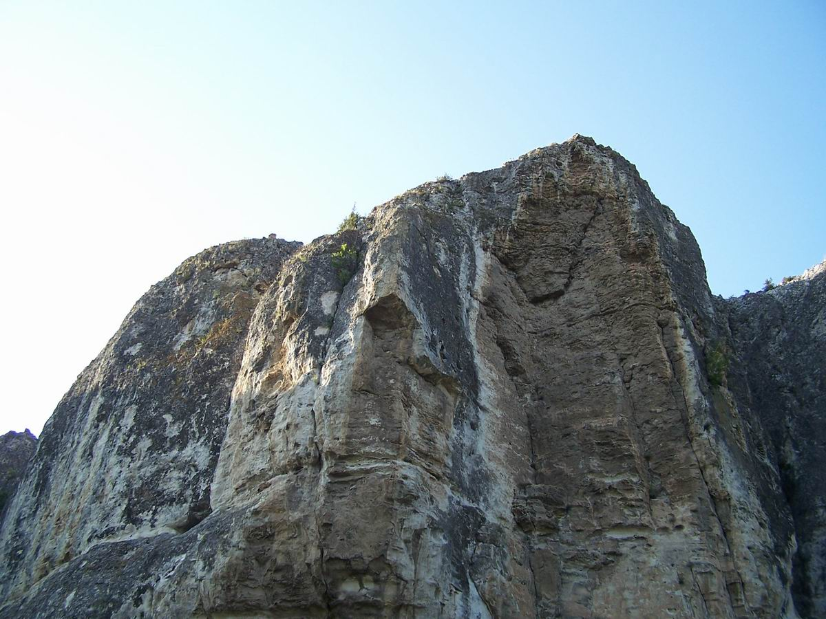 Скелі навколо палацу