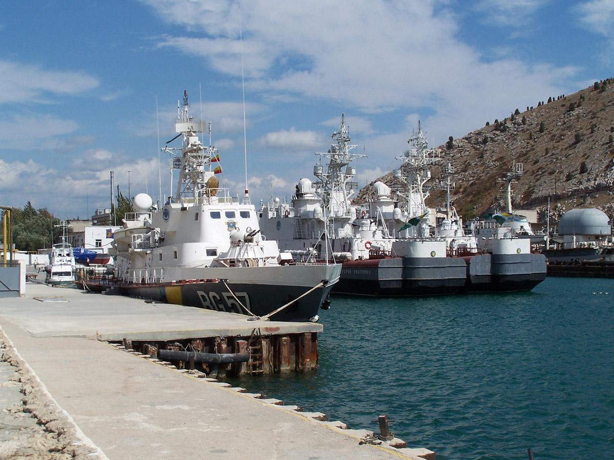 Сторожові кораблі в бухті Балаклави