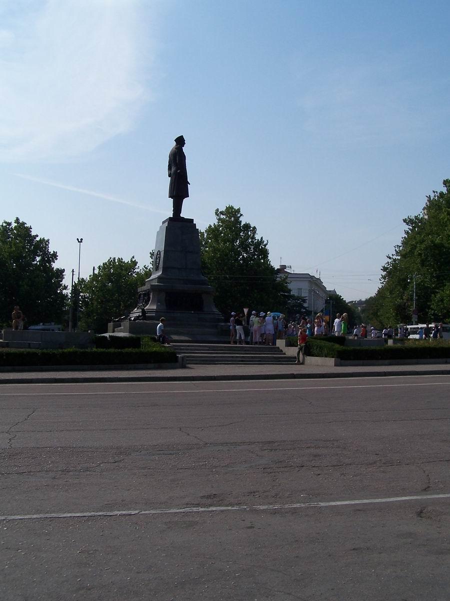 Пам'ятник адміралу Нахімову