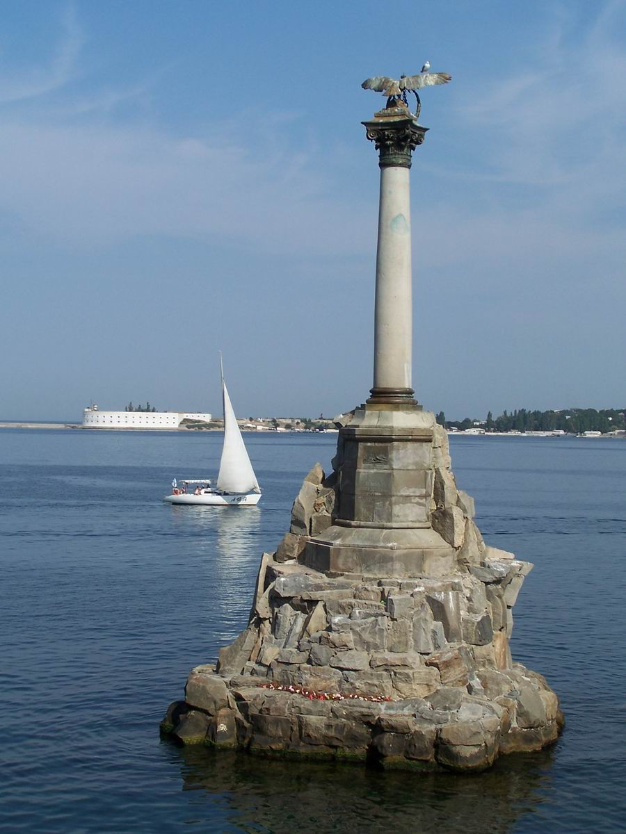 Пам'ятник затопленим кораблям