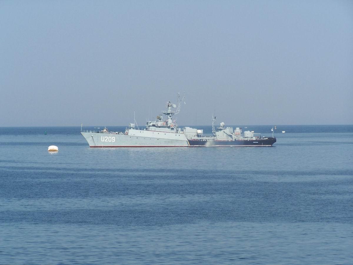 Корабель ВМФ Туреччини (члена НАТО) в бухті Севастополя