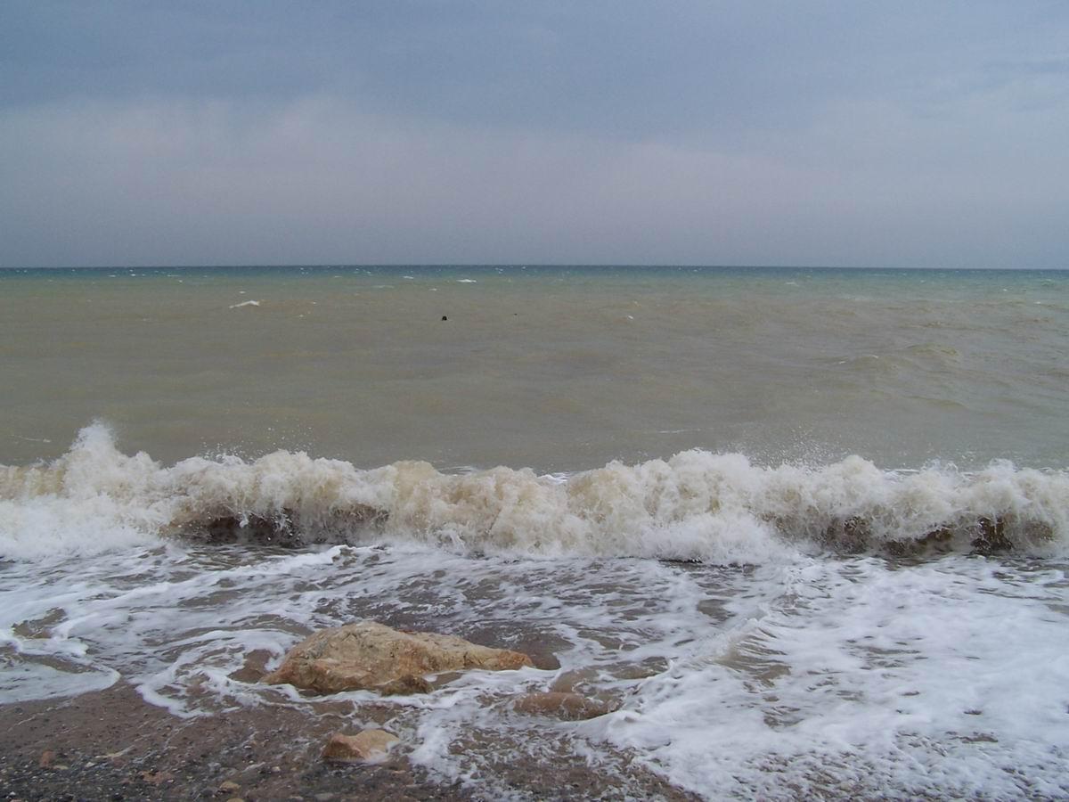 Море штормить