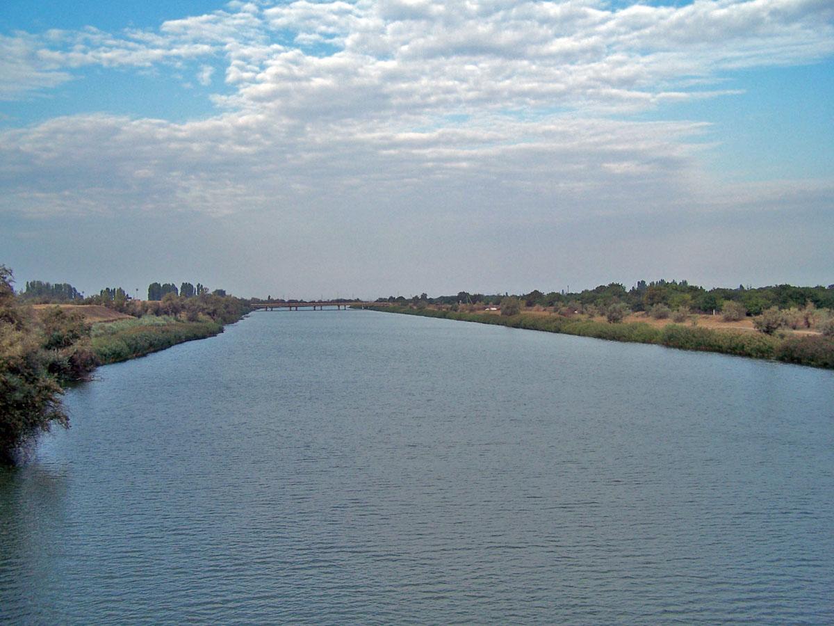 Дніпро в околицях Херсона