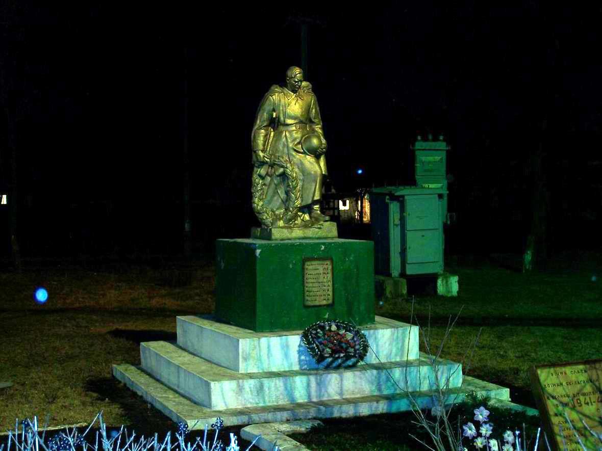 Пам'ятник героям на ст. Балин