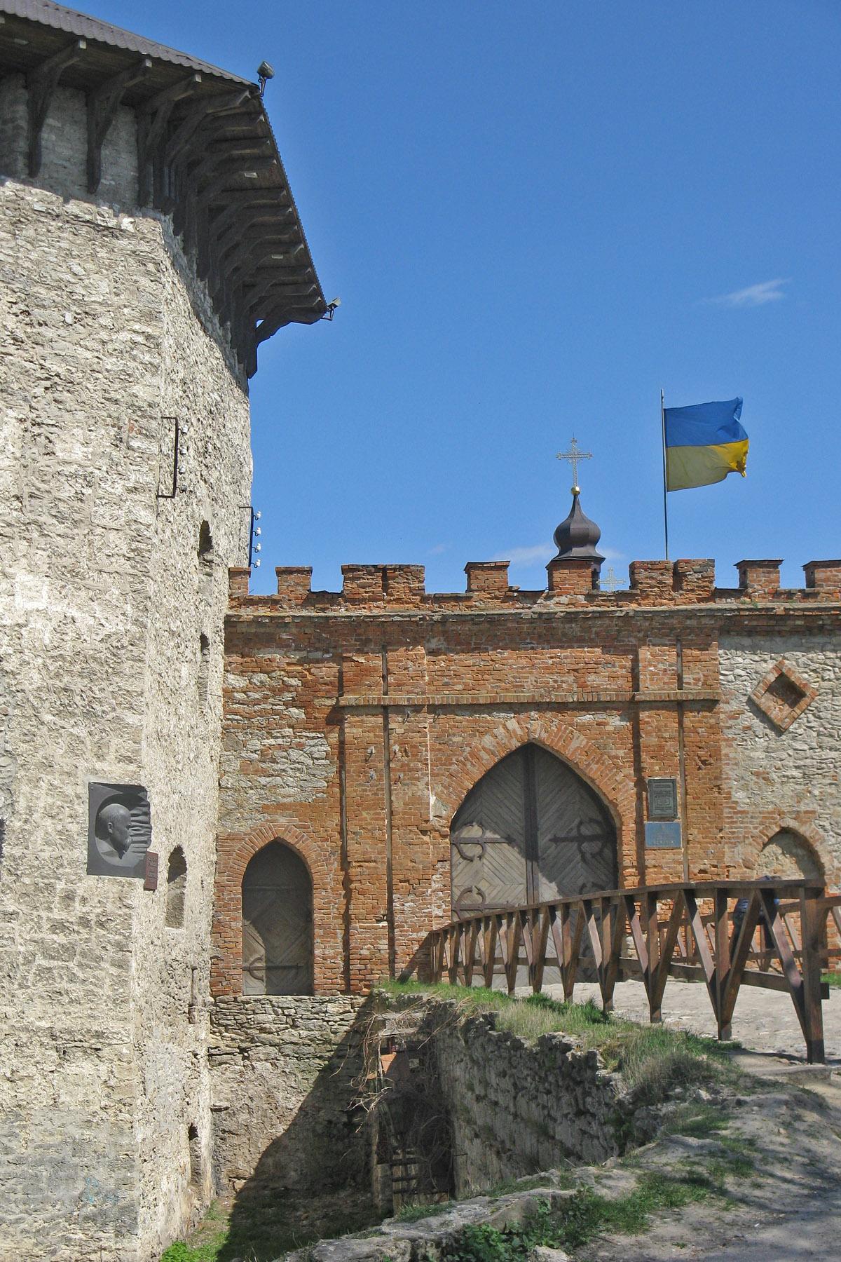 Вхід до замку Меджибіж