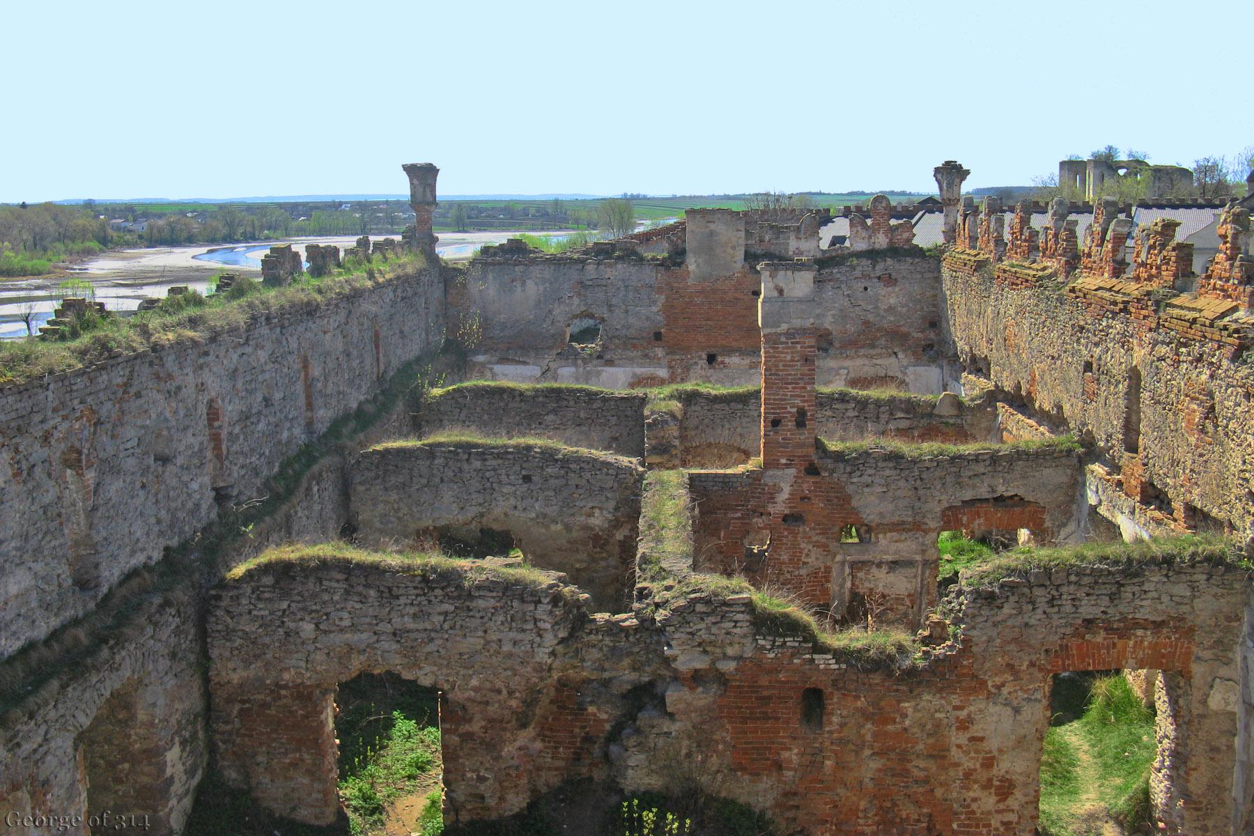 Руїни палацу, замок Меджибіж