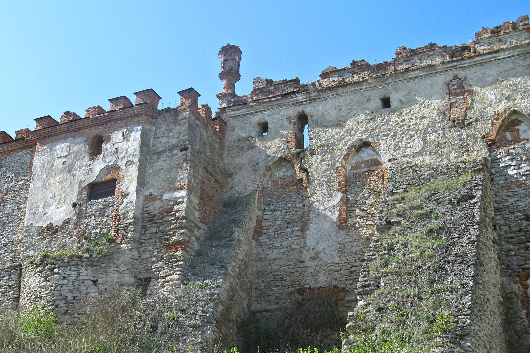 Фортечні мури, замок Меджибіж