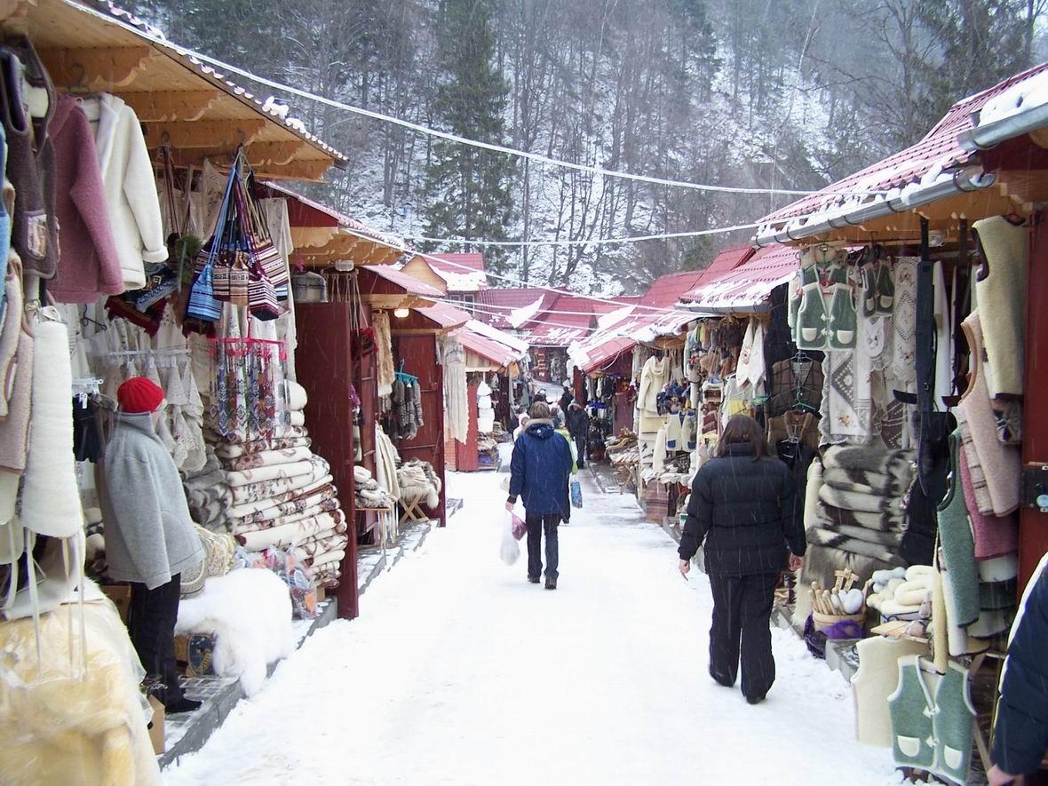 Сувенірний ринок в Яремче