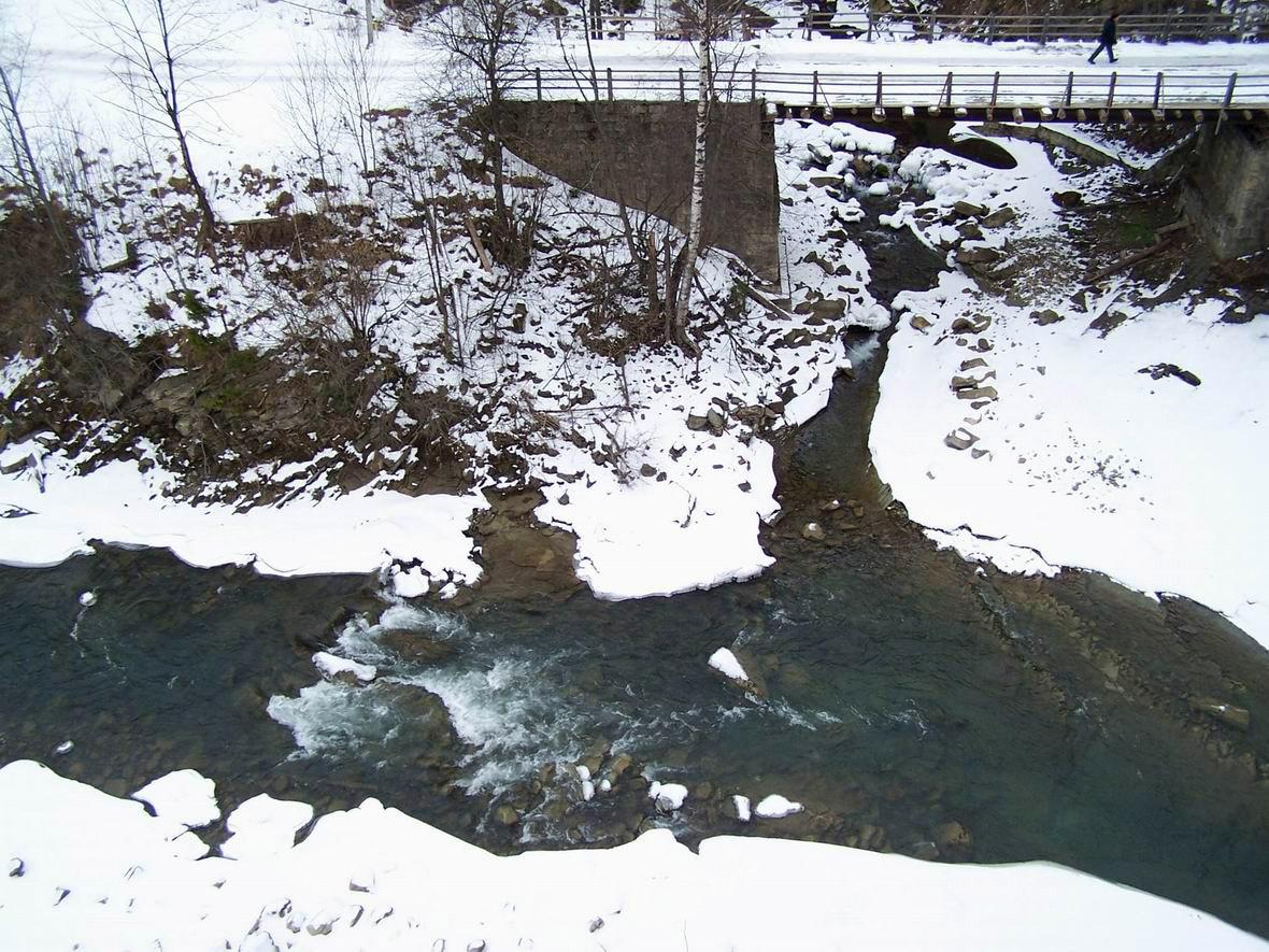 Р. Прут, вигляд з залізничного мосту, м. Яремче