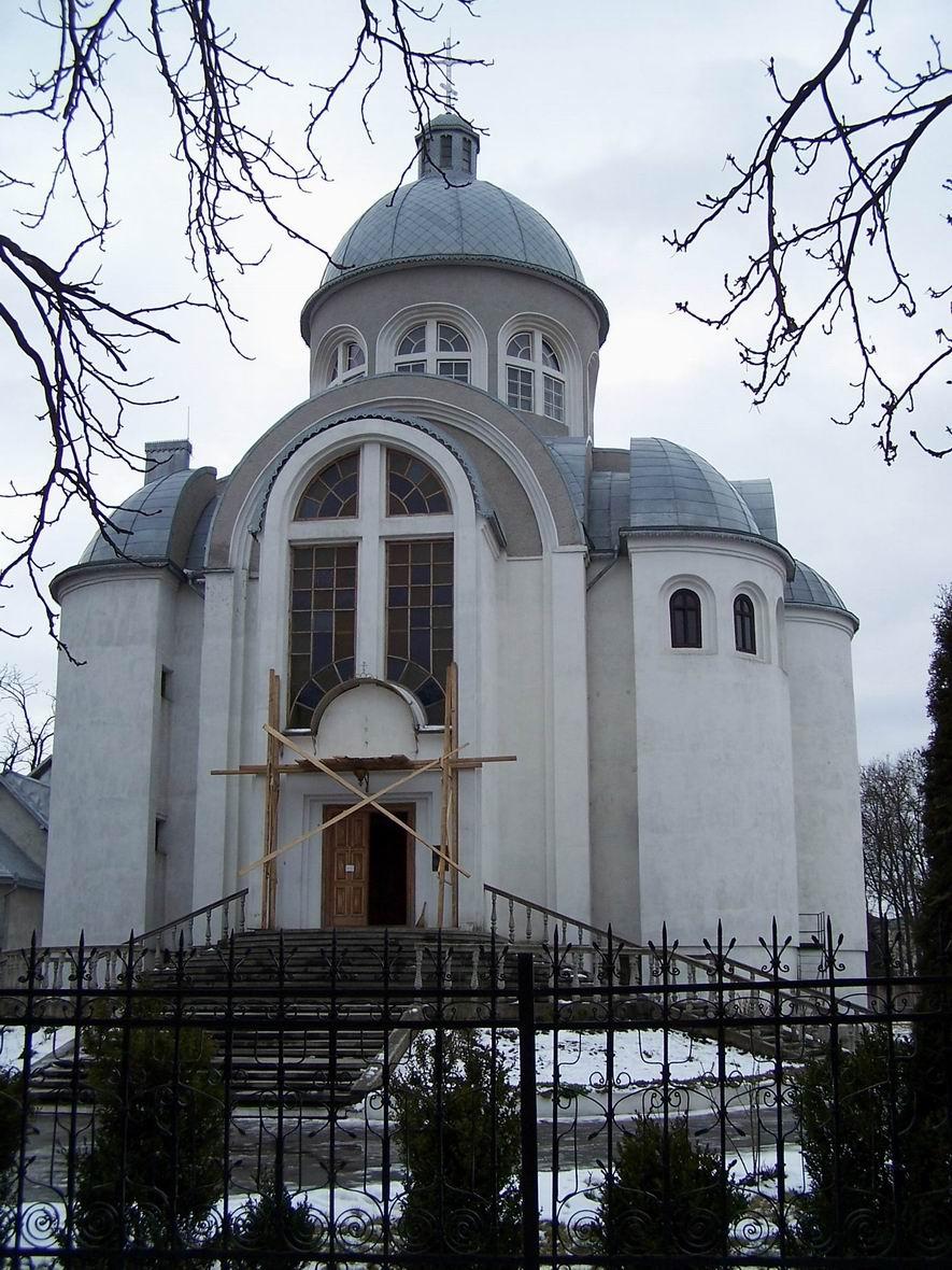Церква (яка, дізнатись не вдалося, пошук в Інеті теж нічого не дав)