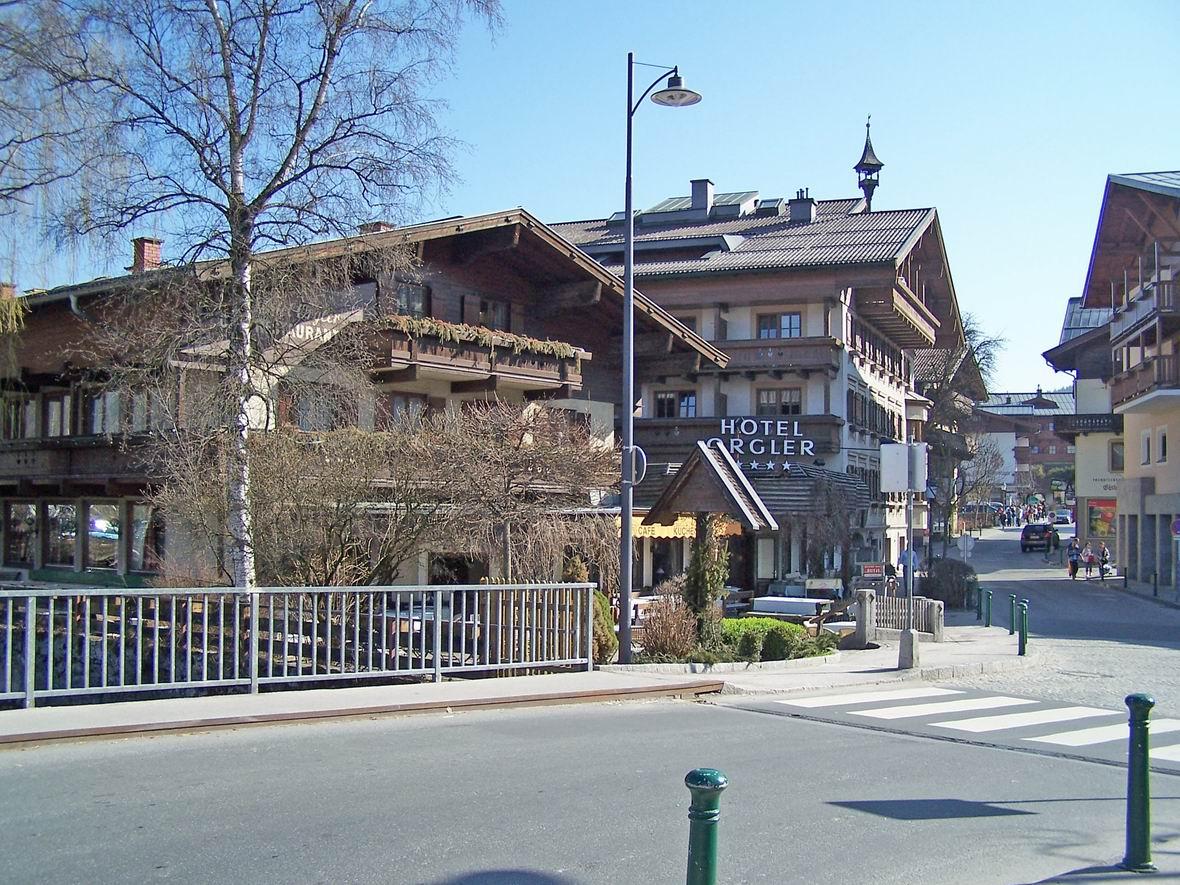 М. Капрун, Австрія