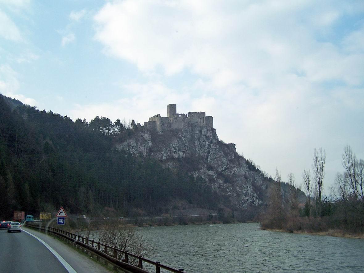 Руїни замку в Словаччині