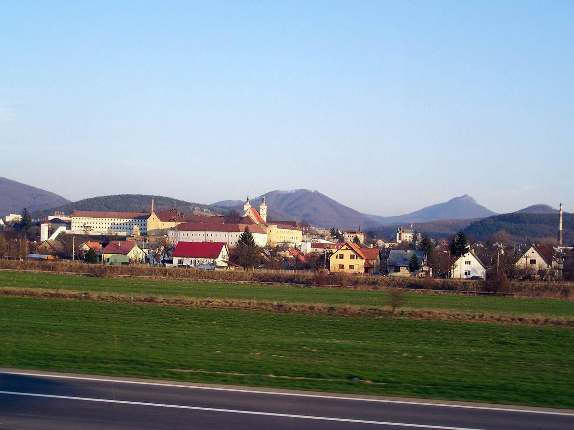 Замок біля автобану Тренчин-Братислава, Словаччина