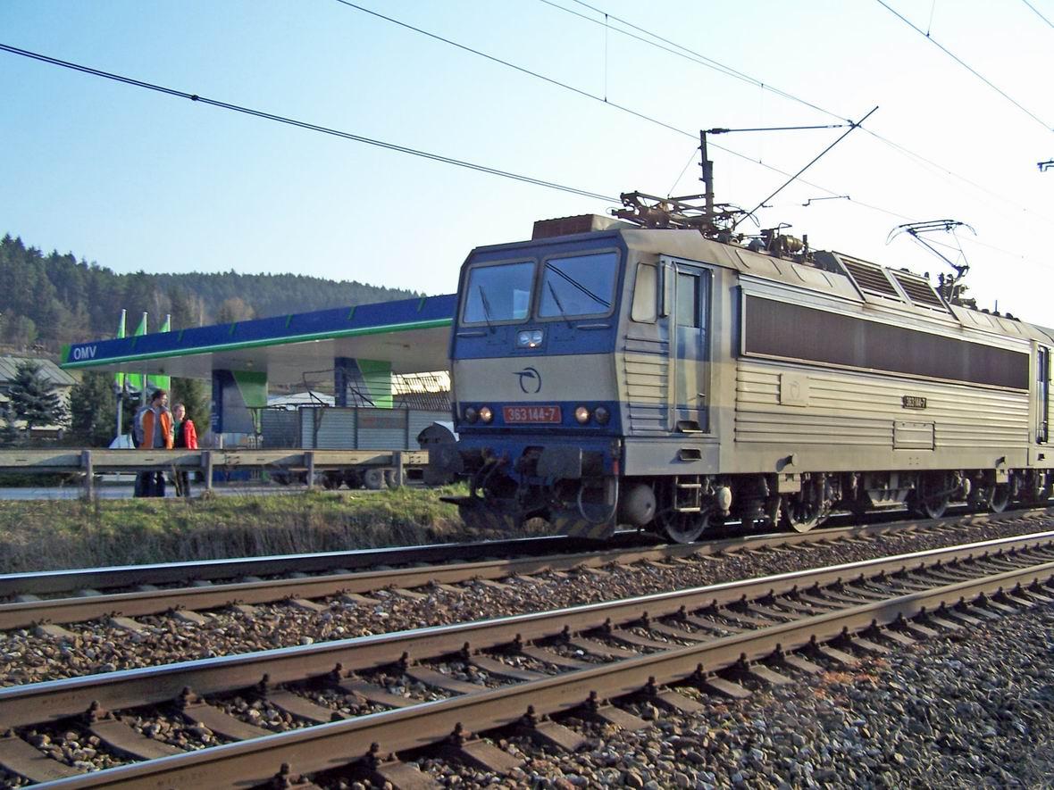 Електровоз Skoda 363.144-7, околиці м. Тренчин, Словаччина